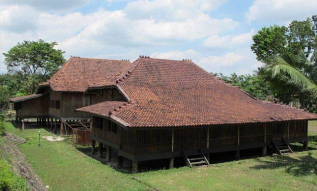 rumah adat Sumatera Selatan