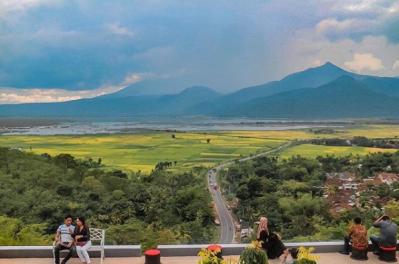 Pemandangannya Bagus | Instagram @suryawhutama
