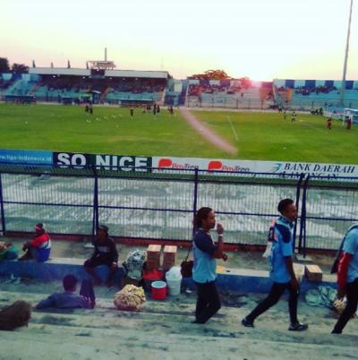 Ngobrol Seru di Stadion Surajaya   Instagram @zulistrisedayu