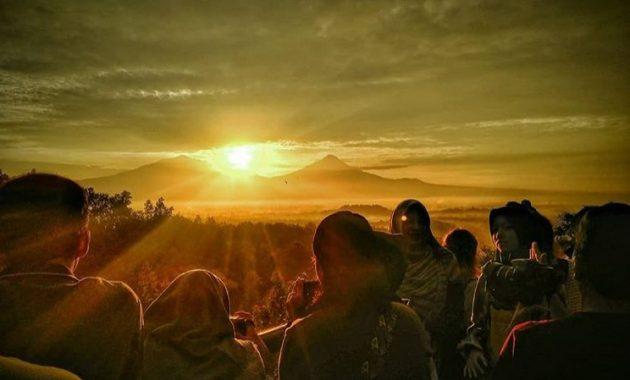 10 Foto Sunrise Punthuk Setumbu Magelang 2020 Harga Tiket Masuk Rute Dari Jogja Gereja Ayam Borobudur Jawa Tengah Jejakpiknik Com