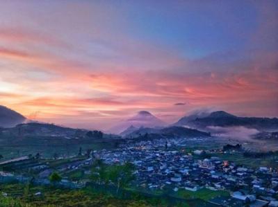 Ketika Senja Tiba, Kilauan Warna Oranye Memerahnya Begitu Cantik | Foto: Instagram @dyahayupramoda