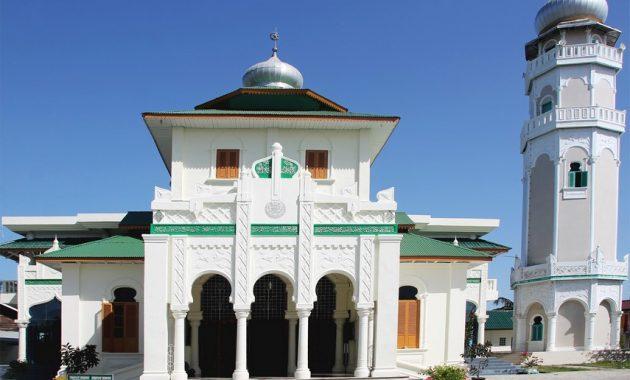 10 Gambar Masjid Baiturrahim Ulee Lheue Aceh Lokasi Alamat Keunikan Bangunan Nomer Telepon Jejakpiknik Com