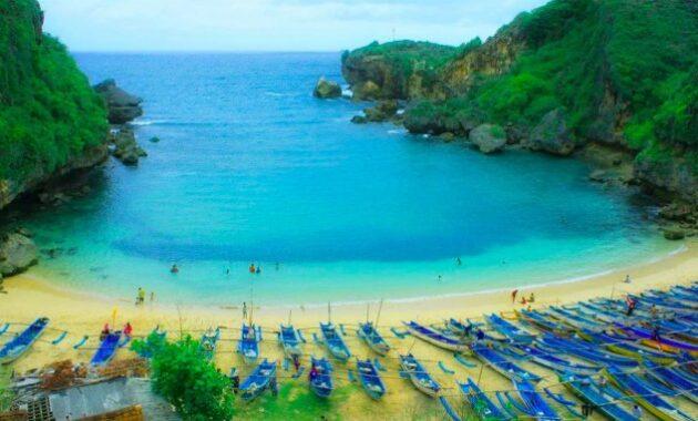 10 Gambar Pantai Di Wonosari Gunung Kidul Yogyakarta Yang Paling Dekat Dengan Jogja Aman Untuk Anak Masih Sepi Bisa Snorkeling Dan Camping Ombaknya Kecil Jejakpiknik Com