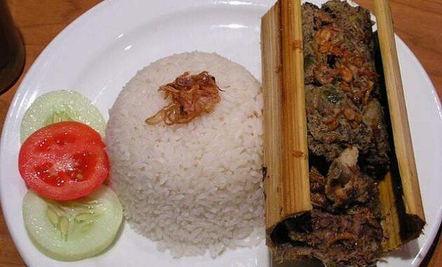 10 Makanan Khas Toraja Aneka Masakan; Pa'piong Yang Halal, Kue, Gambar +  Penjelasannya | JejakPiknik.Com