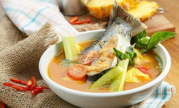 15 Makanan Khas Palembang Masakan Yang Dibuat Dari Ikan Belida Tenggiri Empek Empek Beserta